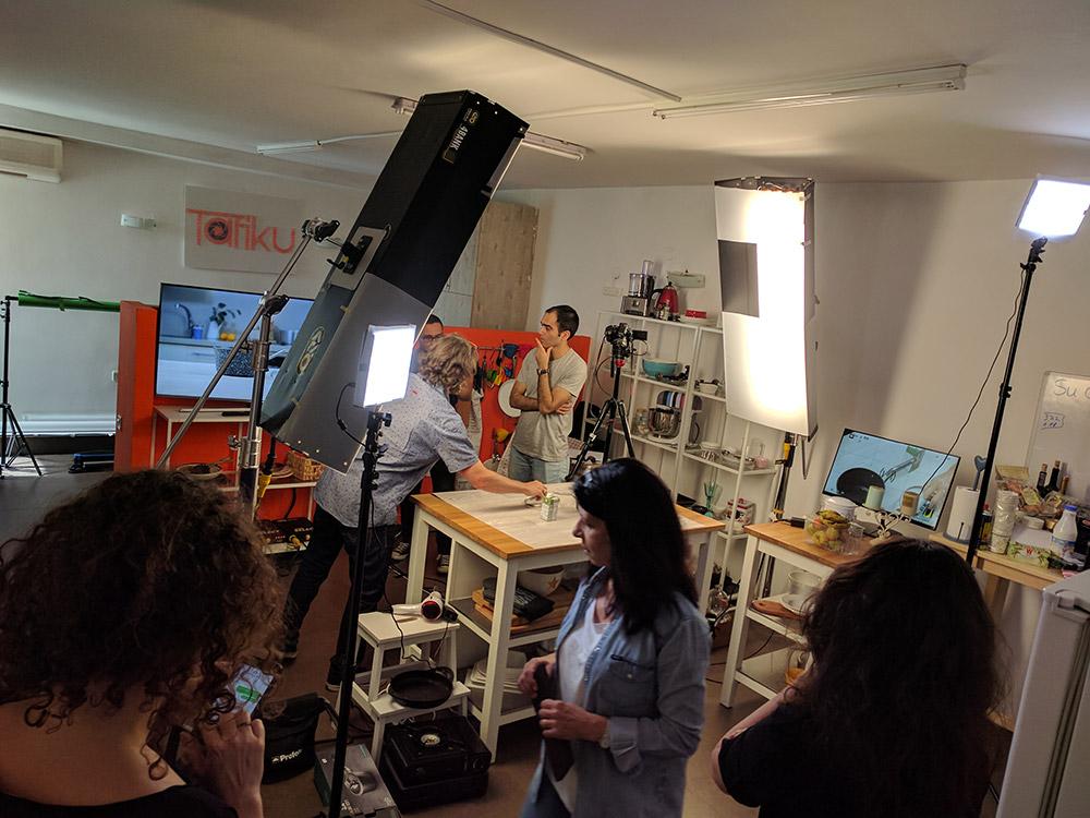 צילומים בסטודיו עבור יטבתה דרך מיוחס הפקות